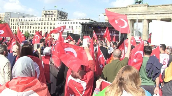 Almanya'daki Türkler ayaklandı !