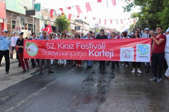Rio Karnavalı gibi Kiraz Festivali