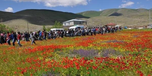 HDP'li vekil çatışmada ölen teröristin cenazesine katıldı