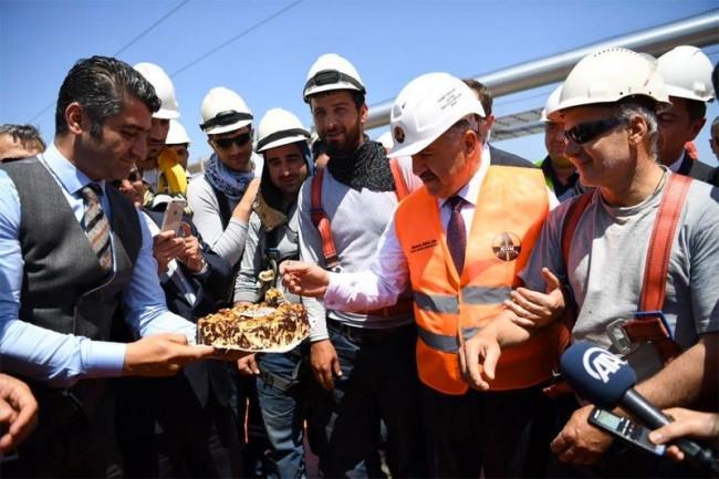 Bakan Ahmet Arslan önce asfalt döktü sonra da...
