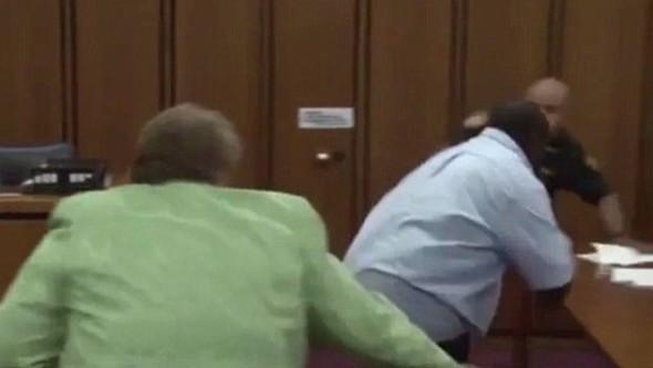 Kızının katiline mahkemede böyle saldırdı