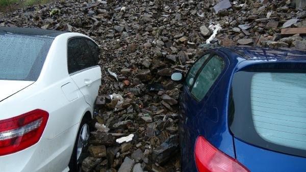 Kağıthane'de Sel Araçları Toprak Altına Bıraktı