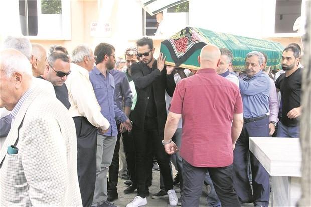 Murat Boz, acı gününde Aslı Enver'i bırakmadı