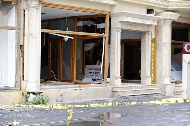 Patlama sonrası tarihi cami de hasar gördü