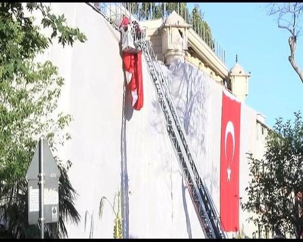 Vezneciler'de her yere Türk bayrakları asıldı !