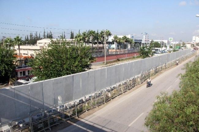 ABD Konsolosluğu'nda beton duvarlı önlem