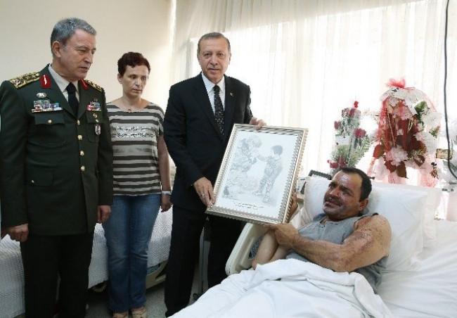 Erdoğan'dan yaralı Binbaşı'na ziyaret