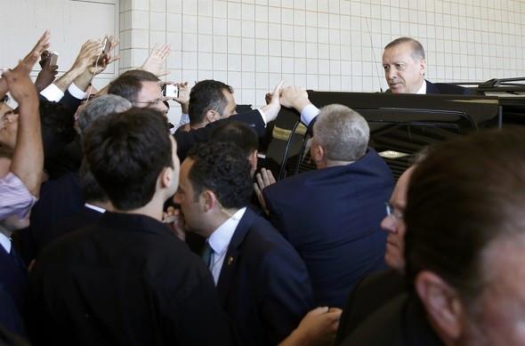 Erdoğan cenaze namazı kılıp ayrıldı