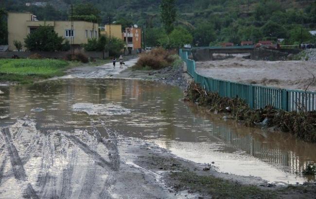 Hatay'da Şiddetli Yağış Sele Neden Oldu