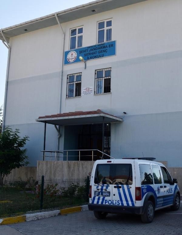 Şehidin ismini taşıdığı okulda bayraklar yakıldı