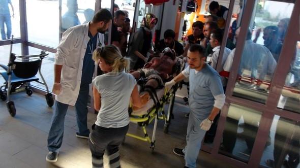 Tunceli'de adliye lojmanlarına bomba yüklü araçla saldırı