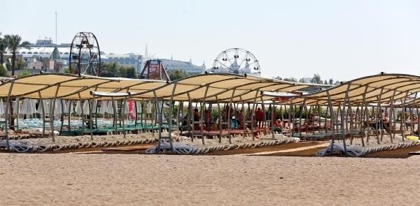 Antalya'da sahiller boş kaldı !