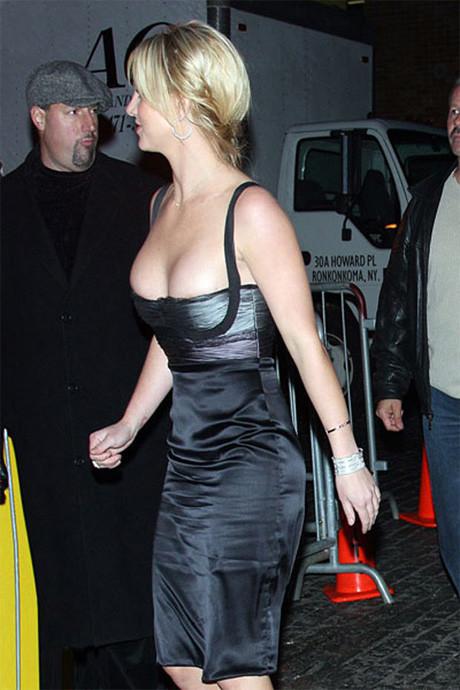 Britneye elibise dar geldi