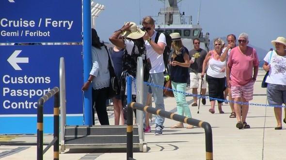 Bodrum'a bir anda 4 bin 500 turist giriş yaptı