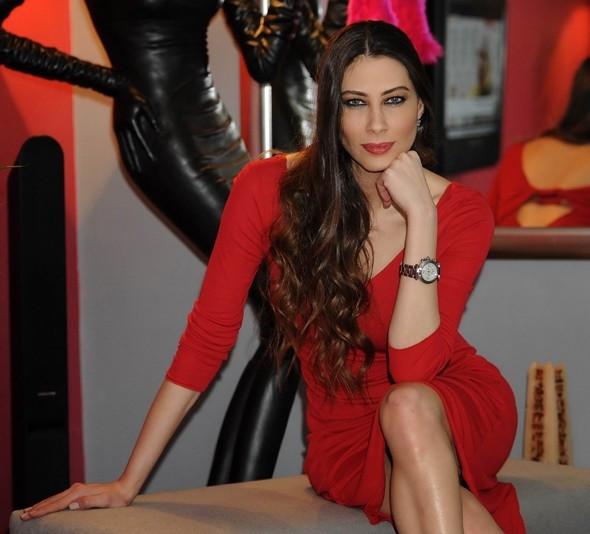 Şenay Akay'dan taciz suçlaması