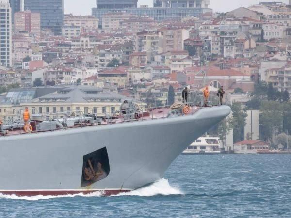 Rus savaş gemisinden kışkırtıcı hareketler