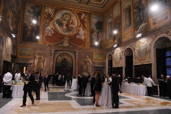 Vatikan'a ait sarayda Kur'an ve ezan okundu