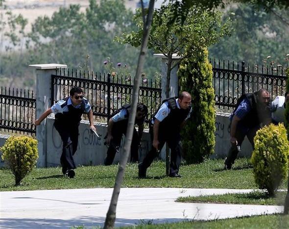 İstanbul'da polise saldırı: 1 şehit