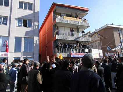 DTPye Türk Bayraklı protesto