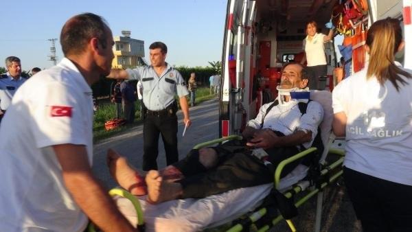 İşçileri taşıyan midibüs devrildi: 32 yaralı