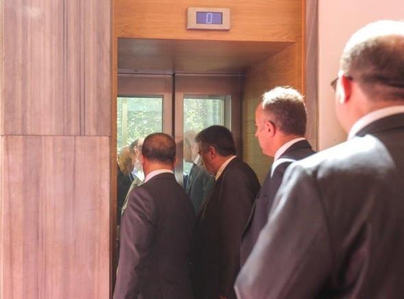 Devlet Bahçeli asansörde kaldı