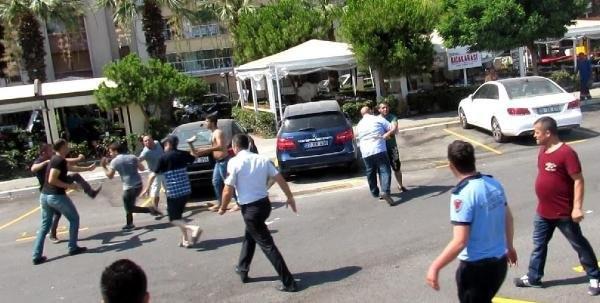 İzmir'de zabıtayla esnaf birbirine girdi