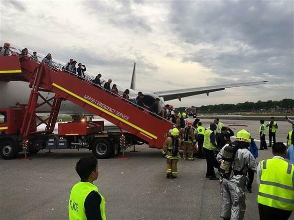 Yolcu uçağı alev alev yandı !