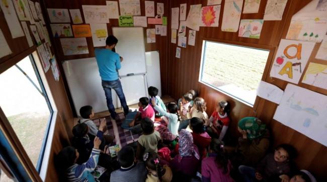 Suriye'de eğitim böyle devam ediyor