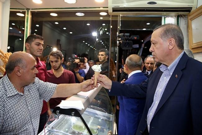 Ağda yaptırırken Erdoğan'ı karşısında görünce...