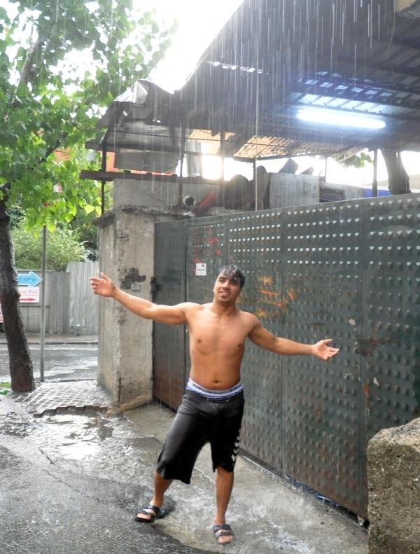 İstanbul'da Yağmur Sele Dönüştü
