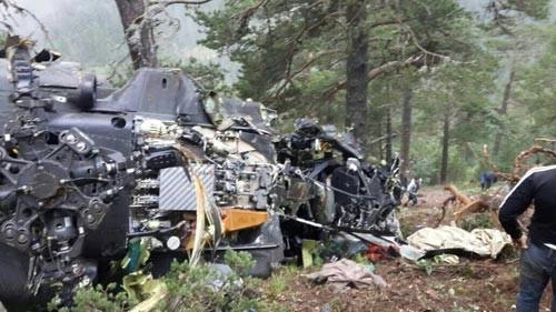 Düşen helikopterin enkazından ilk fotoğraflar