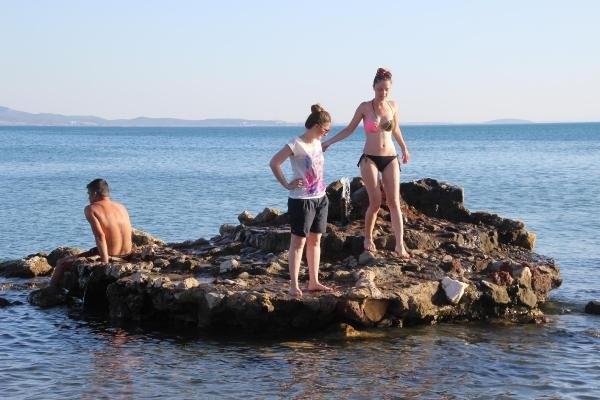 Denizin Ortasındaki Kayalıkta Doğal Su