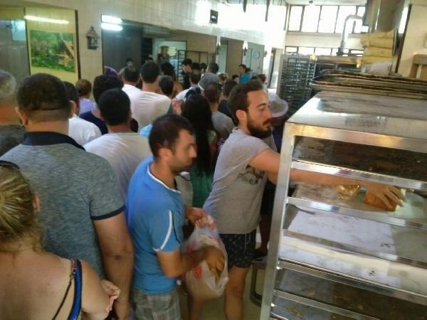 Tatilcilerin akın ettiği Avşa'da yiyecek sıkıntısı