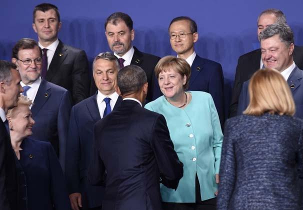 NATO zirvesinde aile fotoğrafı çektirildi