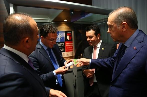 Erdoğan, Bulgar bakana sigarayı bıraktırdı