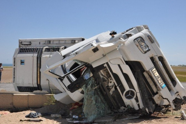 Düğün konvoyu kaza yaptı: 1 ölü, 21 yaralı