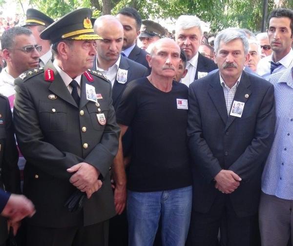 Şehit cenazesinde protokol krizi