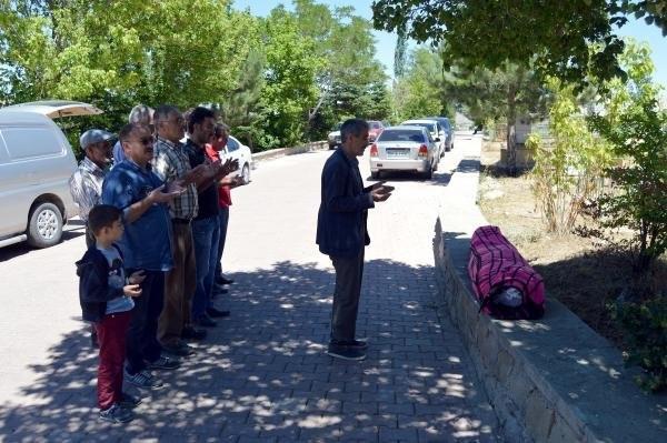 Polisleri şehit eden gence cenaze namazı