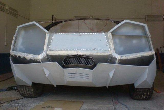 Evinde Lamborghini yaptı!