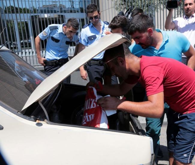 Üsküdar'da 'bomba yazılı' araç paniği
