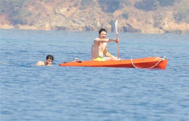 Tolgahan Sayışman sevgilisi Almeda Abazi ile tatilde