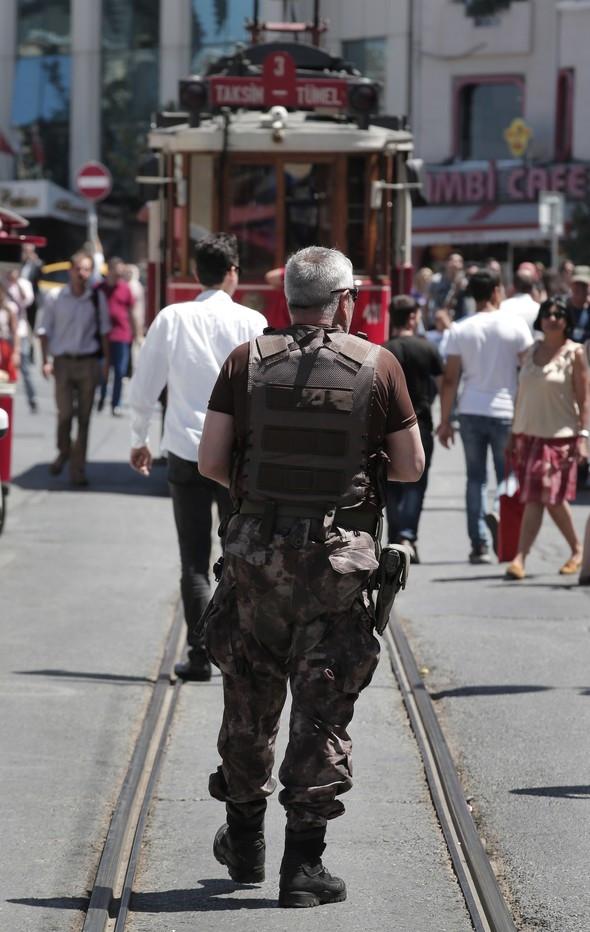 Fransa Başkonsolosluğu'nda yoğun güvenlik önlemleri