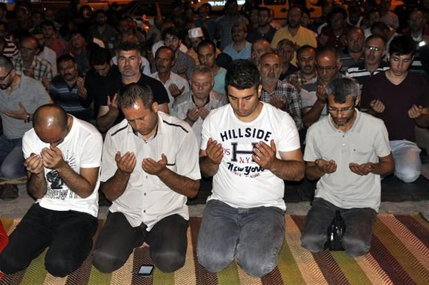 Türkiye darbe girişimine karşı ayakta