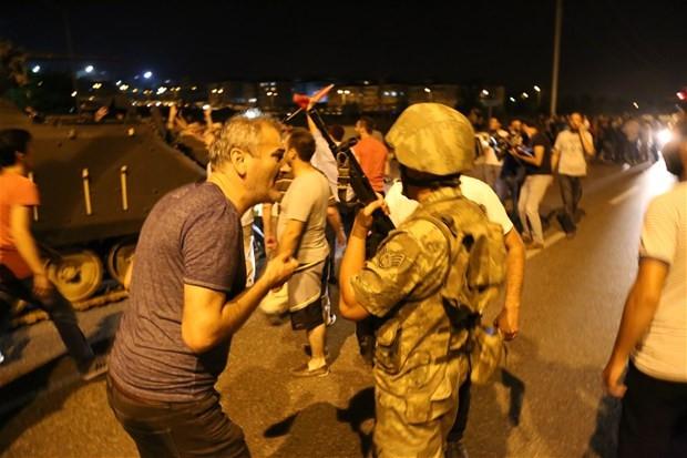Askerler böyle gözaltına alındı