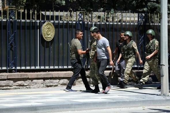 Genelkurmay'daki askerler teslim oluyor !