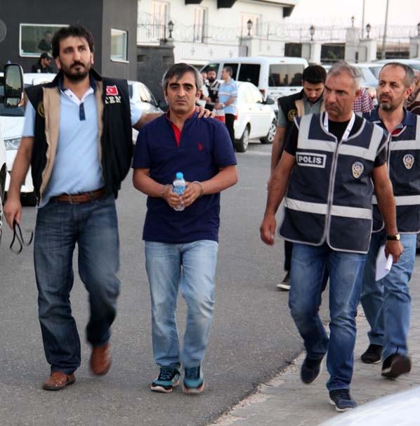 Hakim ve savcılar gözaltına alınıyor