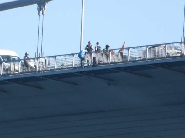 Albay köprüye çıkıp intihar etmek istedi !