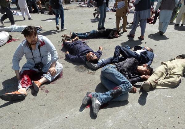 IŞİD Afganistan'da saldırdı: En az 61 ölü