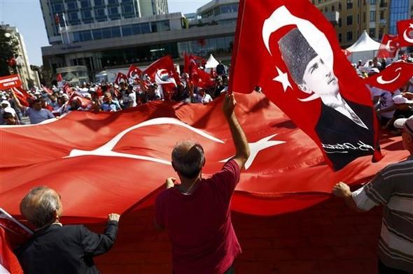 Taksim'de 'Demokrasi Mitingi'