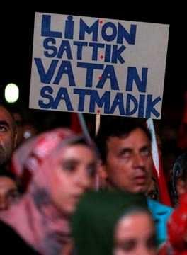 Türkiye demokrasi için sokaklarda